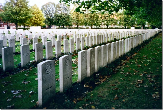 Commonwealth-war-graves-WWI-cemetery-Belgium